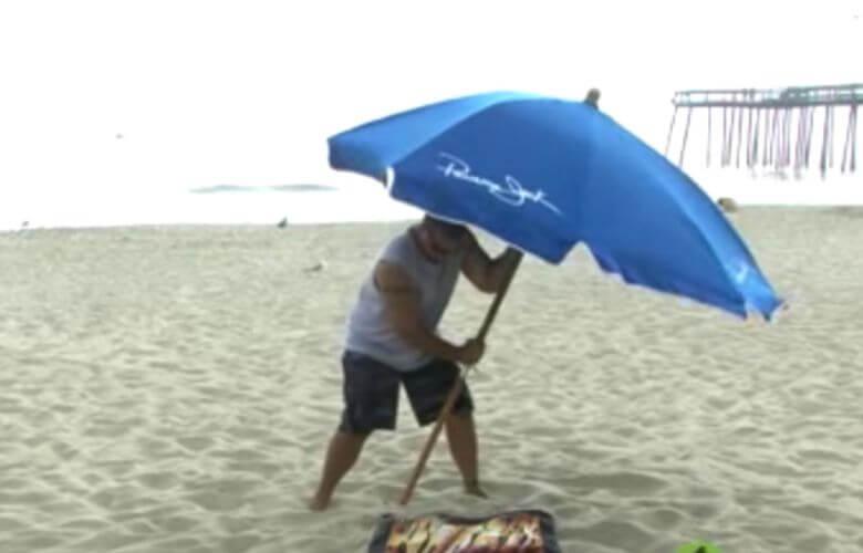 Mit Diesem Schlauen Trick Weht Dein Sonnenschirm Nie Wieder Weg
