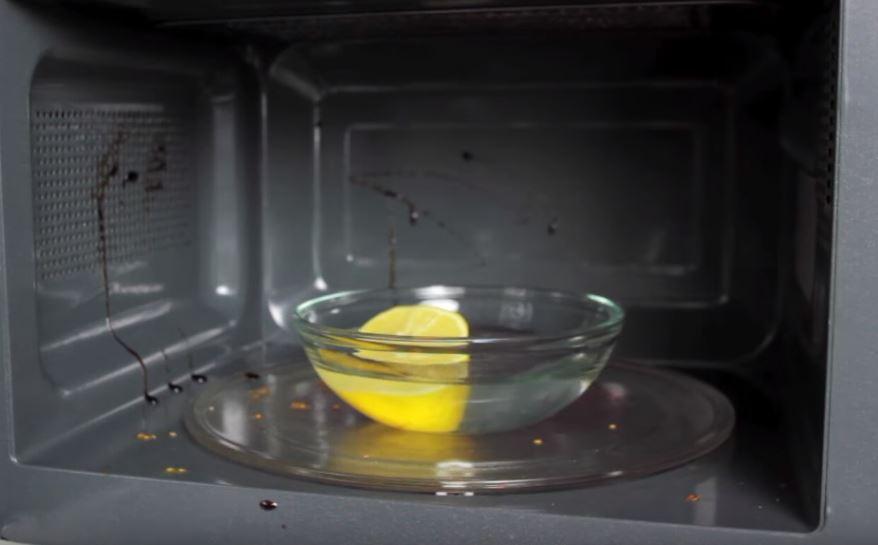 dreckige Mikrowelle schnell reinigen